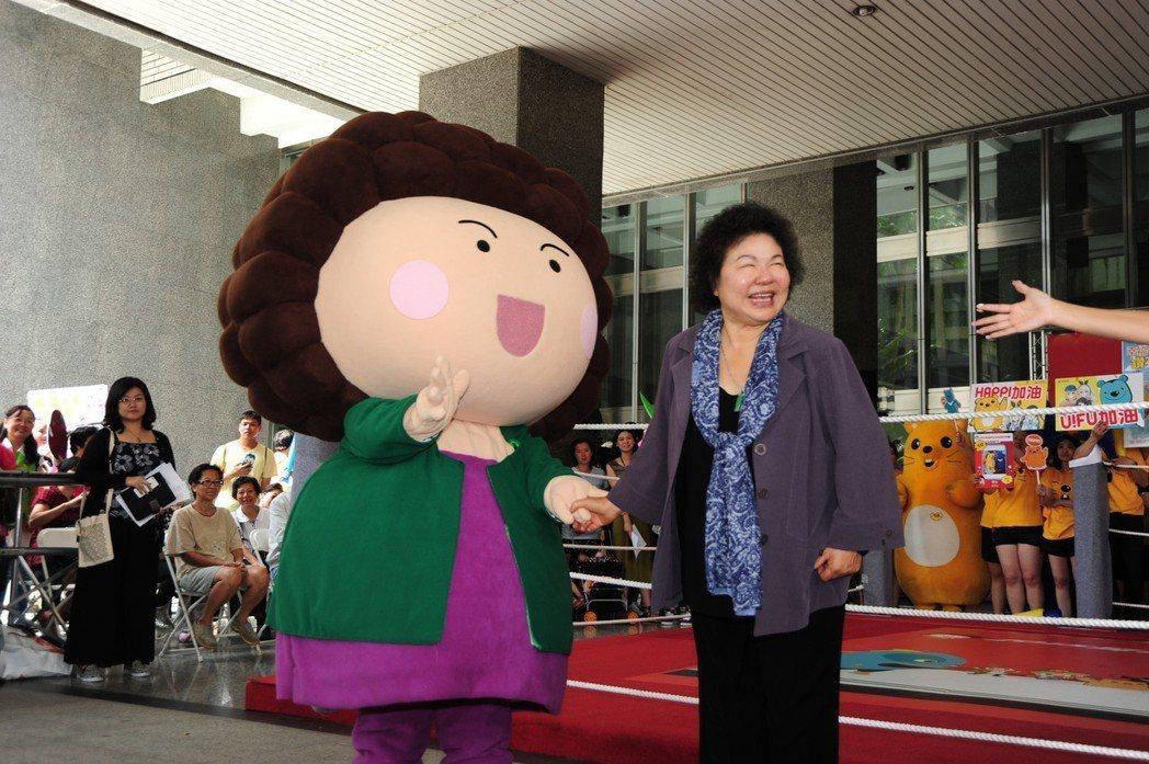總統府秘書長、前高雄市長陳菊的吉祥物「花媽」,經常出現在高市各項市政宣傳中。 圖...