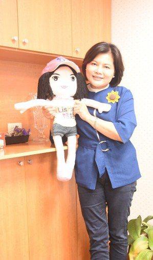 雲林縣長參選人張麗善上屆選舉推出「麗善姐姐」娃娃。 圖/張麗善提供