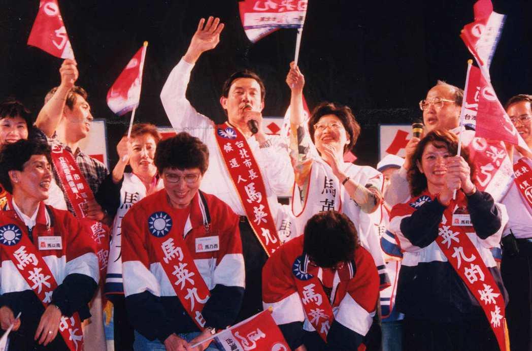 1998年馬英九參選台北市長,新黨選前即操作「棄王保馬」,令王建煊最終僅獲4萬多...