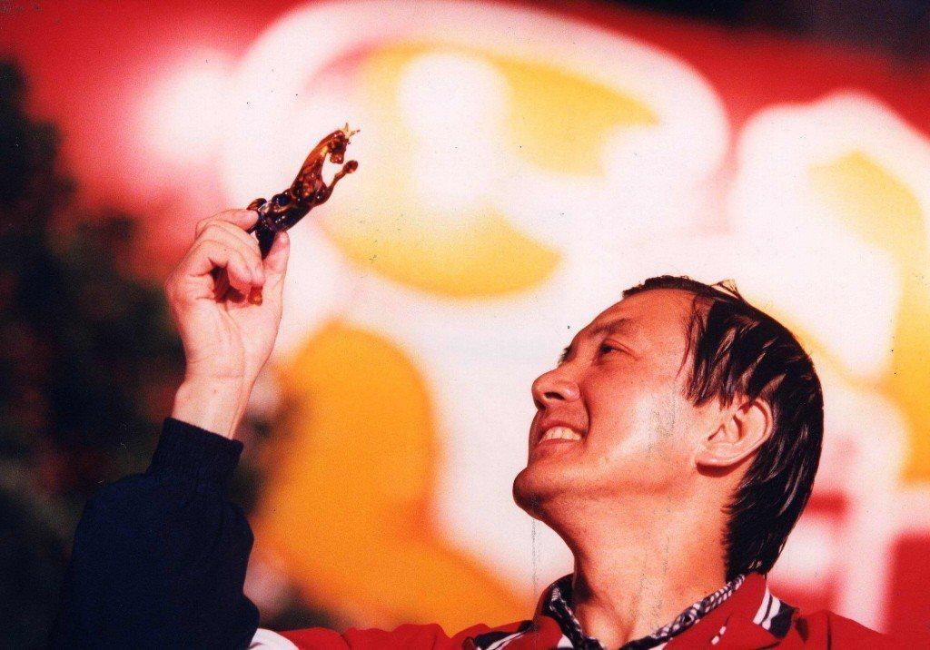 1998年台北市長選舉,國民黨台北市長參選人馬英九以高票當選,民眾送馬英九一匹琉...