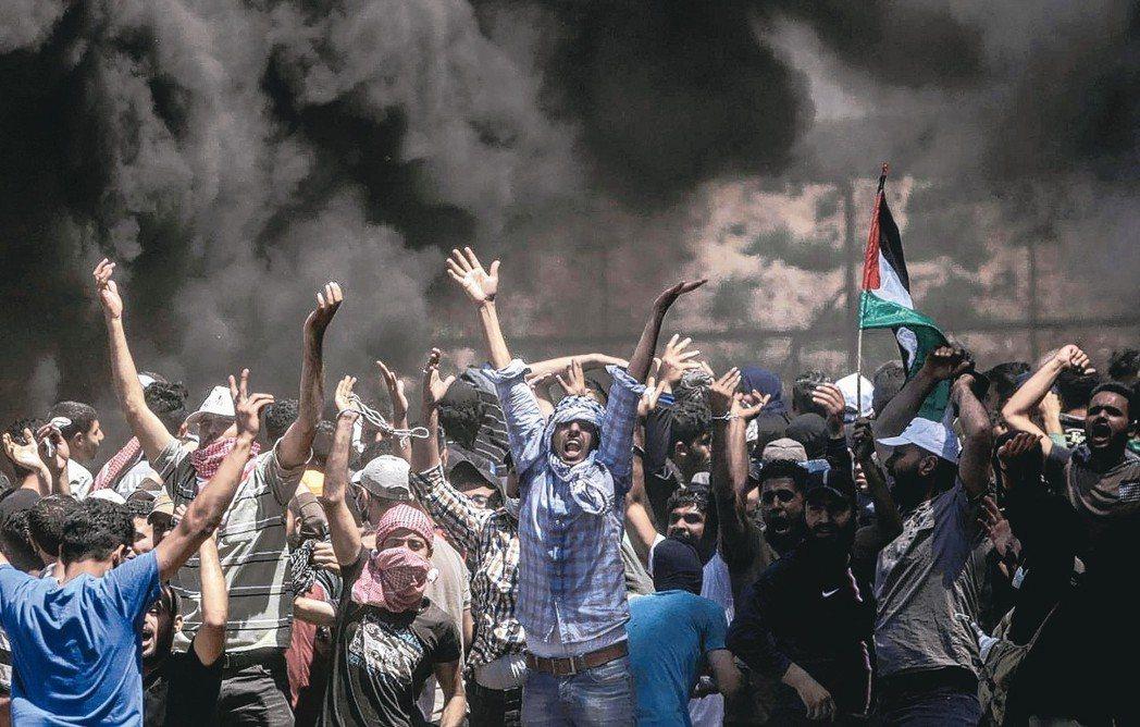 巴勒斯坦民眾聚集加薩走廊邊界,與以色列軍隊爆發衝突。 美聯社