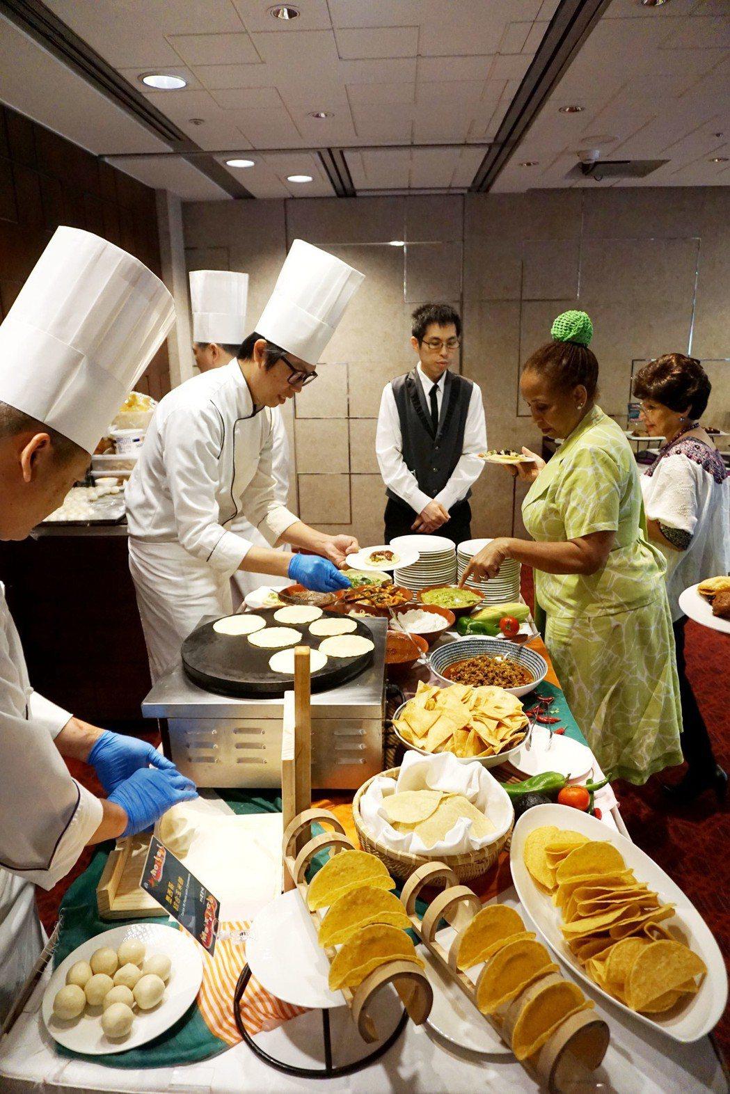 老爺酒店集團Hola! Mexico墨西哥美食節體驗現作墨西哥薄餅Tortill...