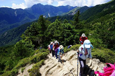 只練登山技術,不重人文生態?——台灣戶外教育的反思