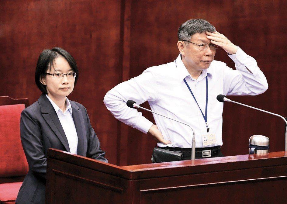 柯文哲不斷地跟陳景峻一起有意無意地批判吳音寧,並且指出她是農委會「塞過來的人選」...