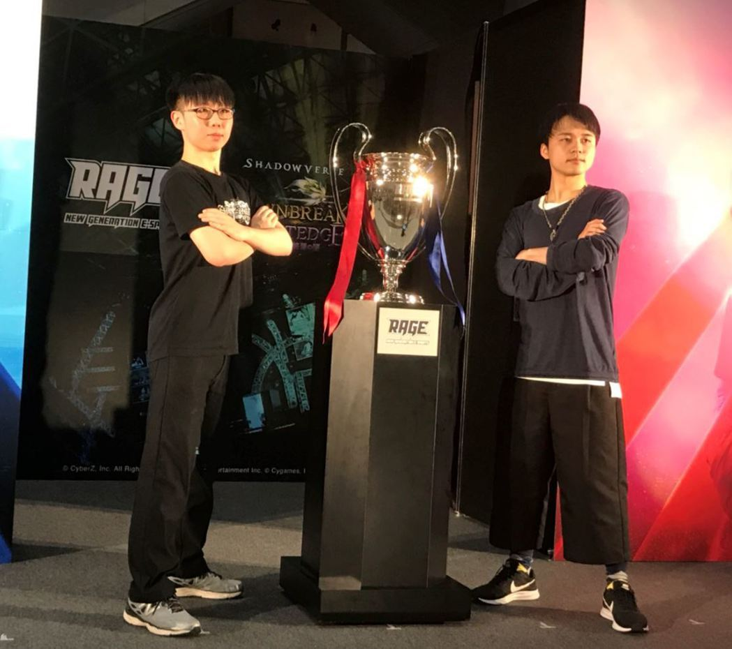 台灣選手「NineVoice」(左)於近2,000名玩家中出線─勇奪總獎金1,0...