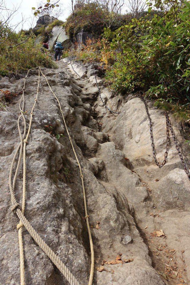 ▲按步就班來,一點都不難走,跟台灣山的路況比,是小巫見大巫。(Cliff 攝)