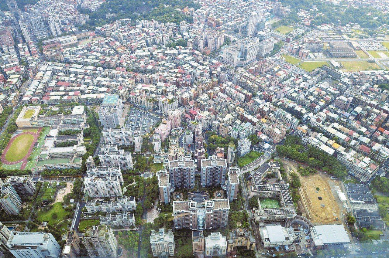住商統計近一年台北市的房市交易資料,發現新舊價差最大的是大安區,價差最少則是南港...