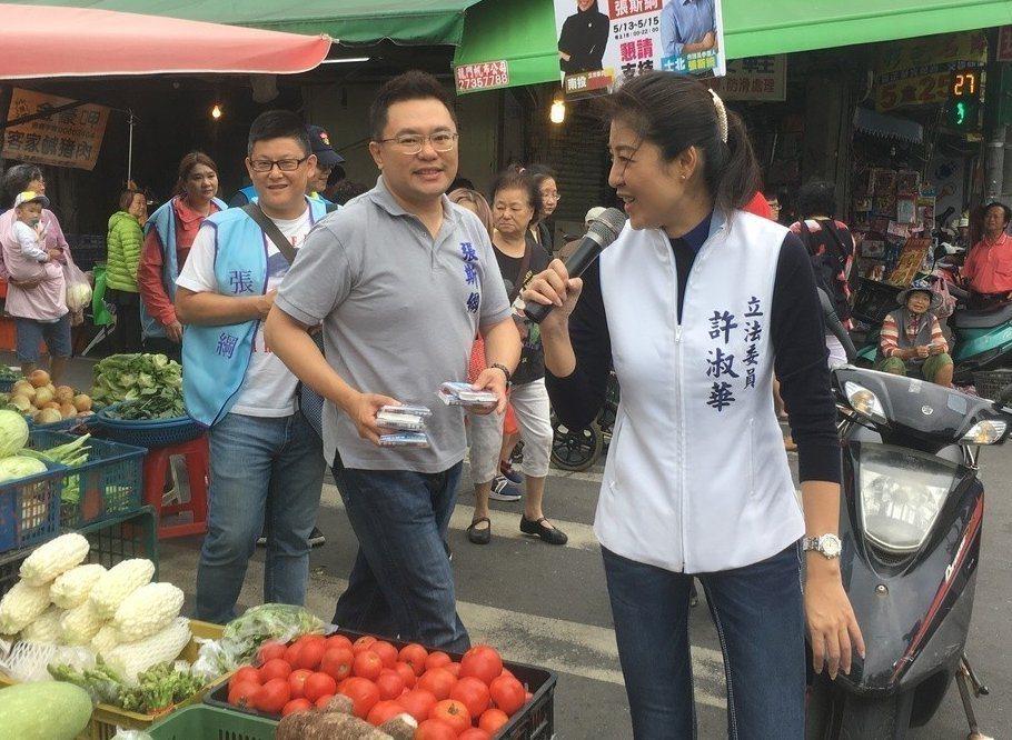 國民黨中央委員張斯綱(右二)。圖/本報資料照