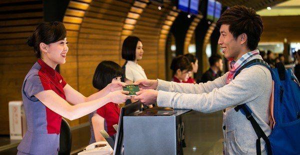 華航宣布自6月15日起,旅客須在起飛時間前提前1小時報到。圖/華航提供