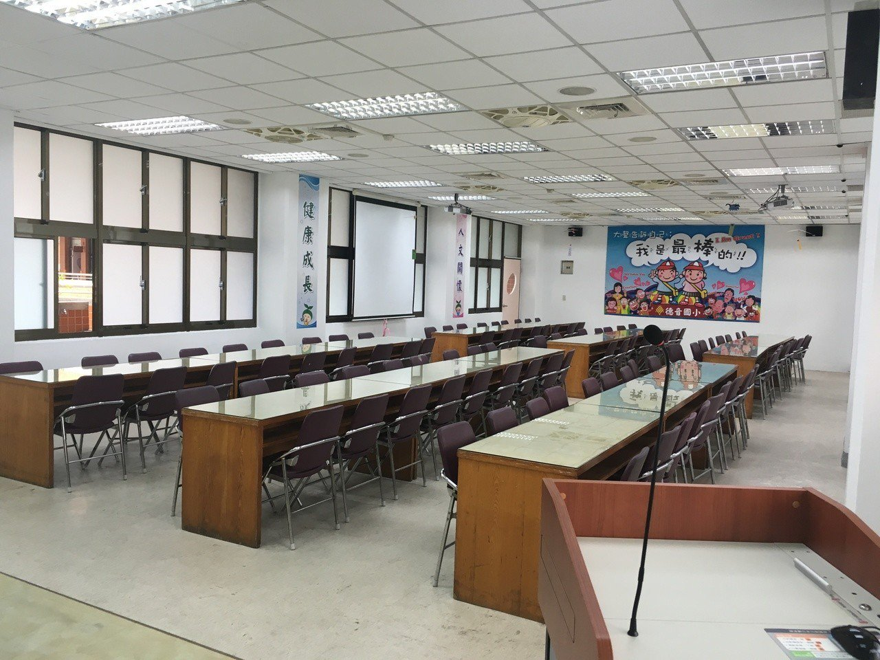 德音國小視聽教室從創校使用至今都未改造。圖/市議員蔡淑君提供