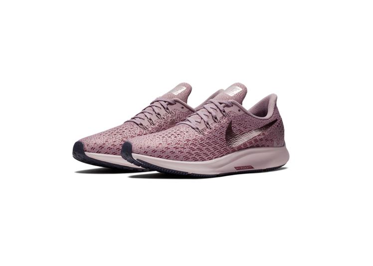 Nike Air Zoom Pegasus 35女子玫瑰粉配色鞋款,約3,500...