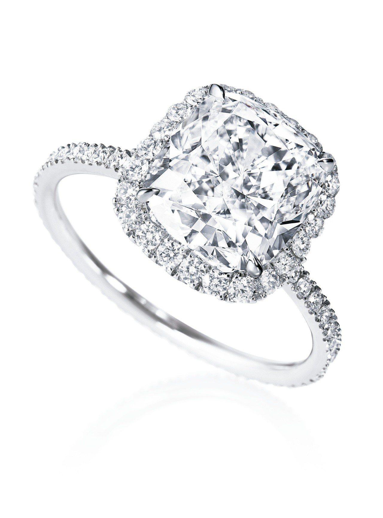 海瑞溫斯頓The One系列枕型切工鑽石戒指,主鑽有圓形、橢圓形、枕型車工可選,...