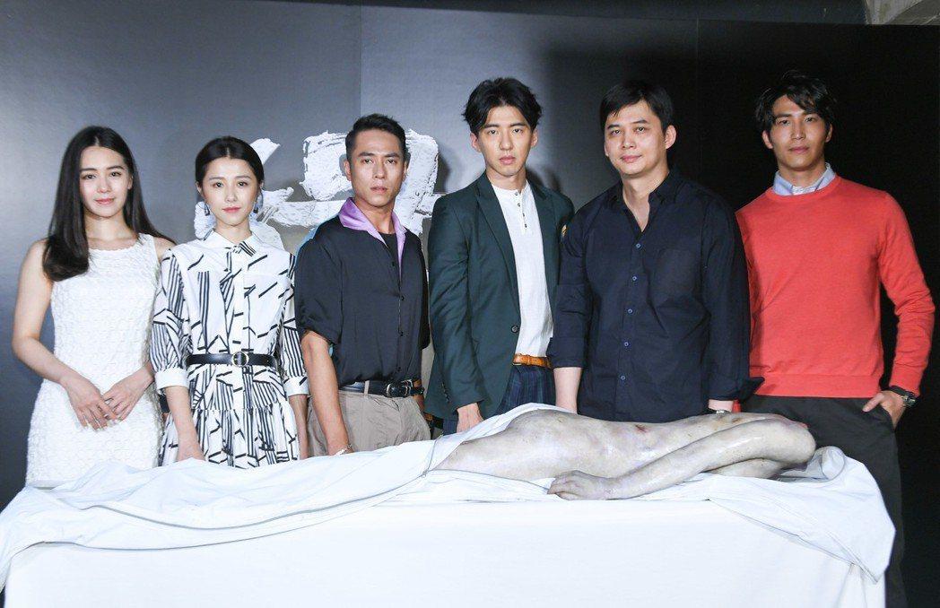 「緝魔」主要演員,左起:莊凱勛、邵雨薇、傅孟柏、吳翔震。圖/華映提供