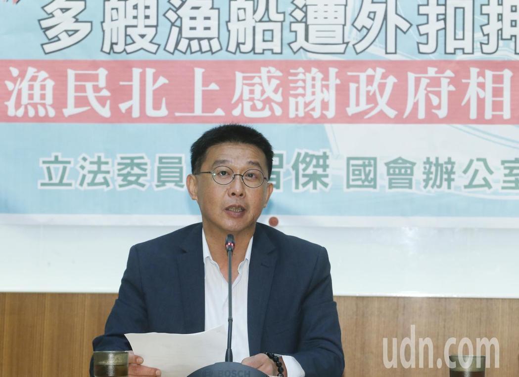 民進黨立委許智傑被爆兼獨董之後,已向京城銀行請辭獨董。記者許正宏/攝影