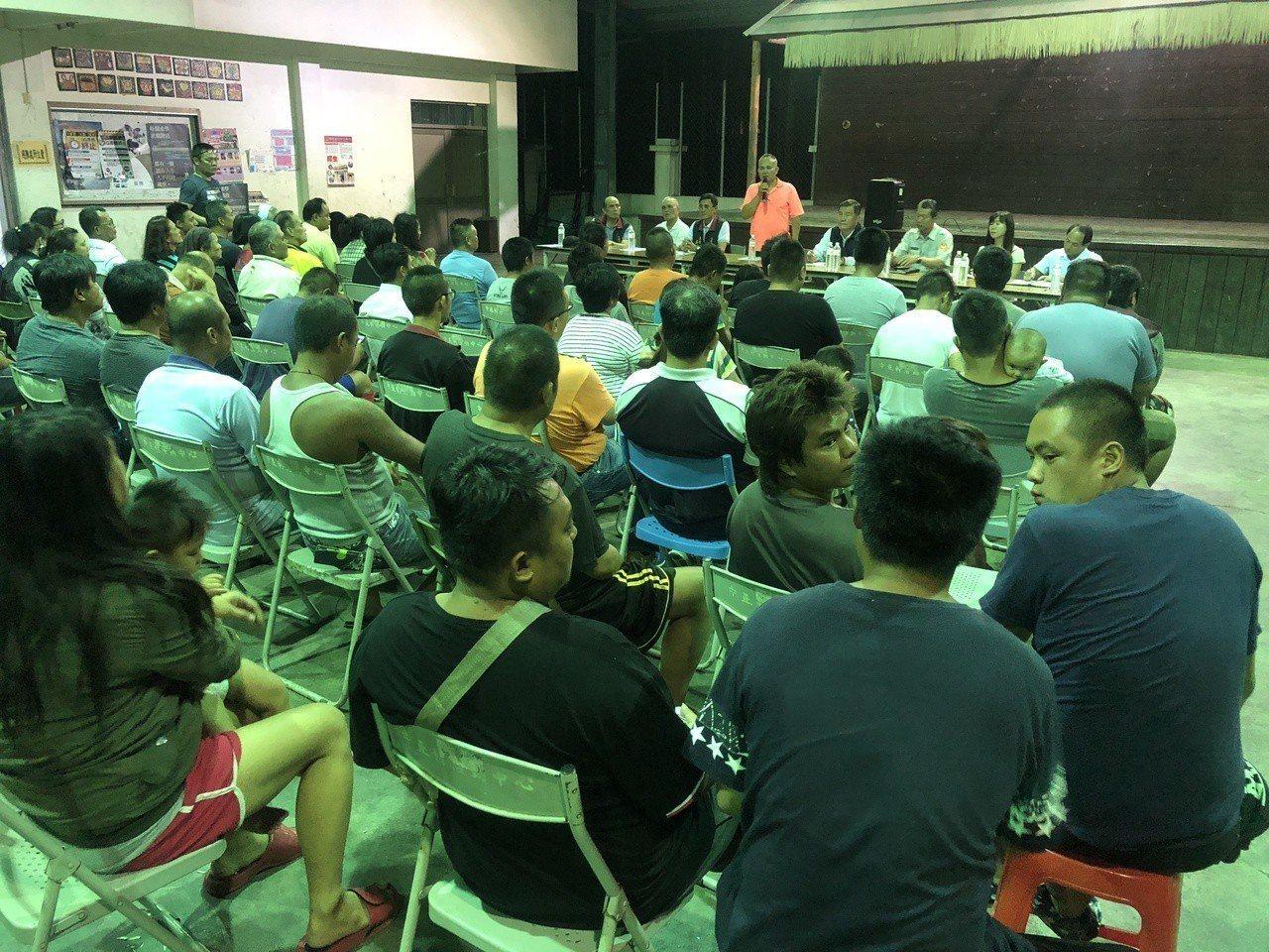 仁愛鄉卡度部落針對集體鬥毆事件召開部落會議,不少居民都出席參加。記者賴香珊/攝影