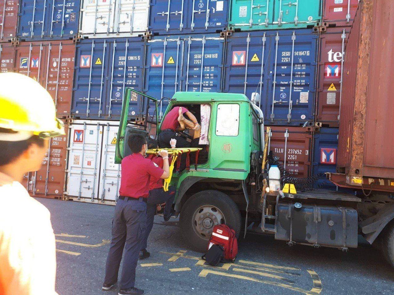 貨櫃車司機車上猝死 上萬網友悼「一路好走」。圖/徐姓網友提供