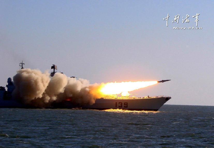 寧波艦在演習中發射「日炙」飛彈。圖/中共海軍網站