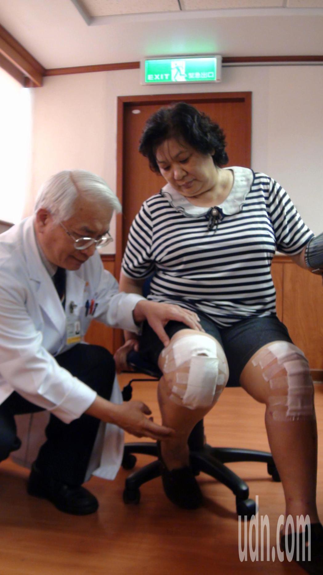 兼任廈門長庚醫院院長的骨科權威郭繼陽(左)表示,以電腦導航系統置換關節,可以減少...