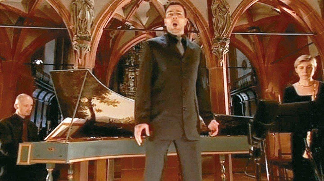 007系列電影曾使用修爾的歌聲,當成背景音樂。 圖/聯合數位文創提供