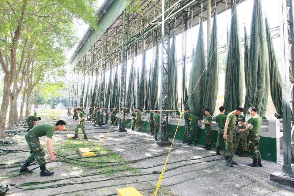 大武營區是國軍傘兵訓練重鎮。圖為傘兵進行收傘訓練。圖/國防部提供