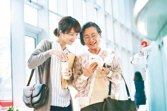 華南銀品牌形象微電影《受益人》(圖)看到了超越血緣關係的愛,感受到真正的無私奉獻...