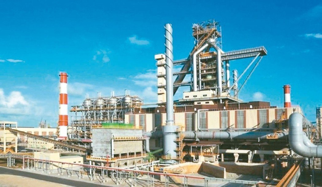 台塑越鋼第二座高爐明日點火,明年全廠可貢獻台塑集團鋼鐵事業千億元年產值。 報系資...