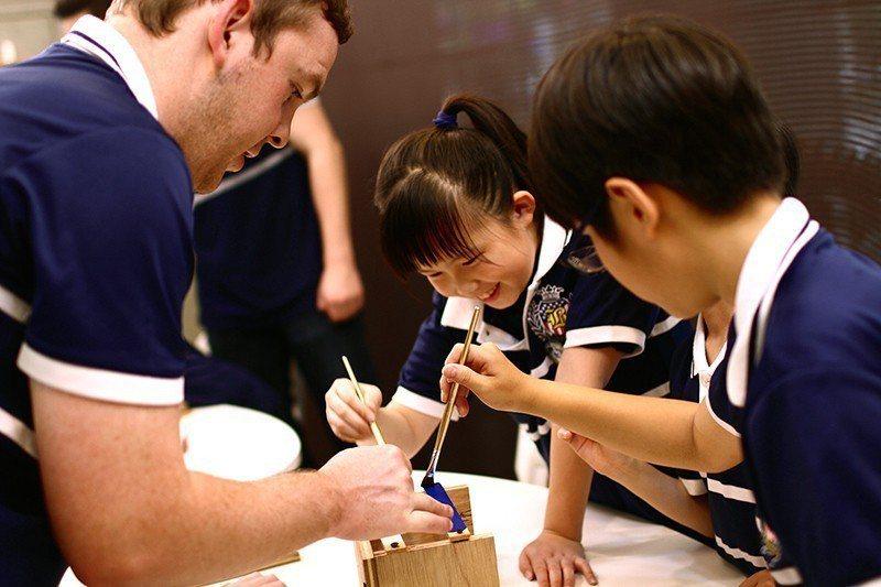 白金漢國際美語小學教學特色,強調讓孩子「自然的學、自然的玩、自然的運用」。 白金...