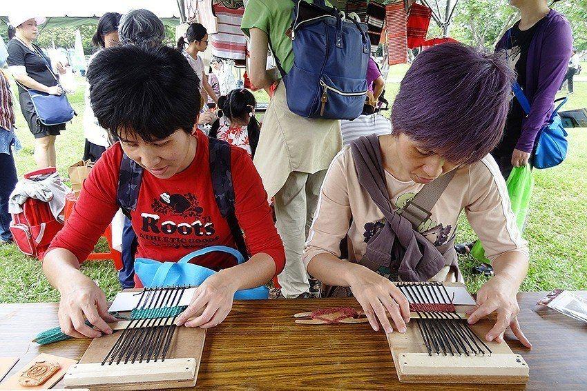 泰雅傳統編織體驗。 十三行博物館/提供