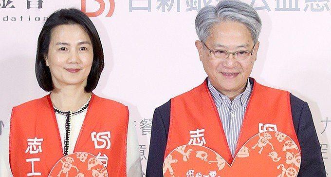 台新金控董事長吳東亮(右)與夫人彭雪芬(左)。 報系資料照