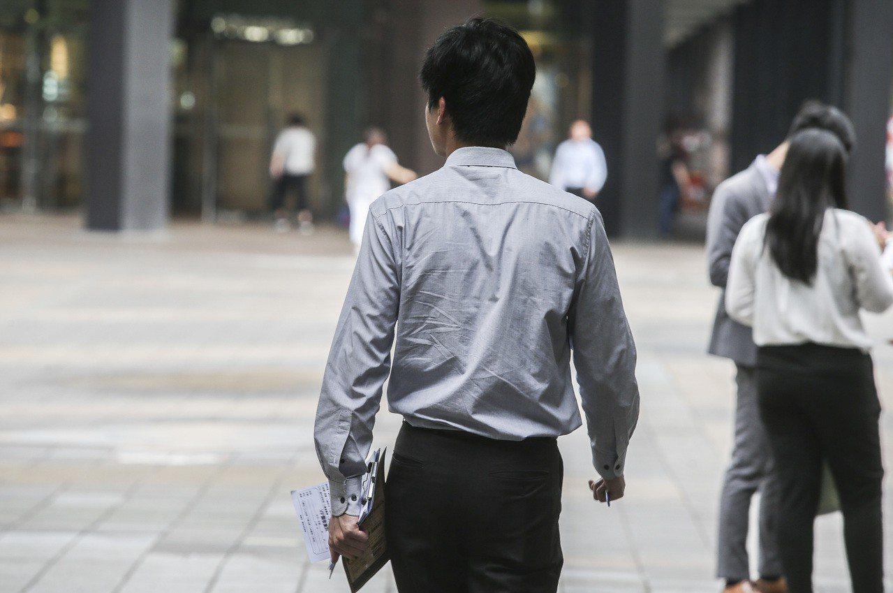 行政院日前公布我國薪資現況、低薪研究及其對策。聯合報系資料照/記者楊萬雲攝影