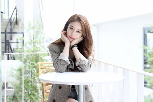 T-ara成員朴智妍與中國經紀公司龍楨文化正式簽訂專屬合約。圖/龍楨文化