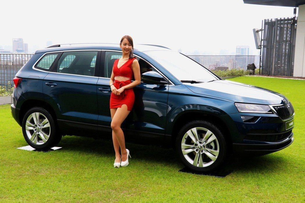 與KODIAQ系出同門的KAROQ車身尺碼為車長4382mm、車寬1841mm、車高1603mm,雖然屬於中小型SUV,長達2638mm的軸距卻能夠提供車內乘員相當寬裕的乘坐空間。 記者陳威任/攝影