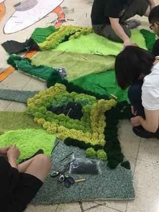 中國科大畢業班同學們正在編織未來夢想的草原。 校方/提供