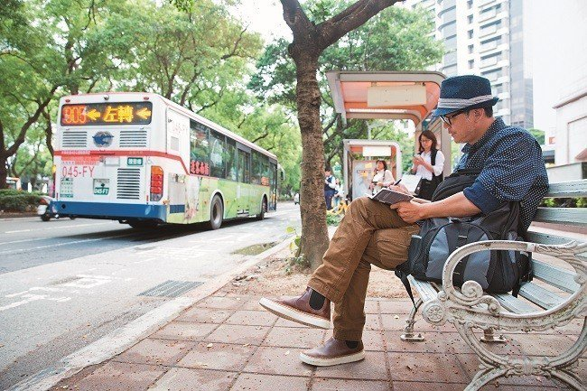 敦化南路是工頭堅最喜歡的一條路,放空時,他會搭著公車在市區來回。(攝影/賴智揚)