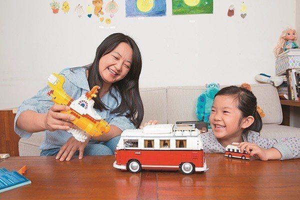 親子間可以透過玩遊戲的過程,培養更親密的感情。(攝影/攝影組)