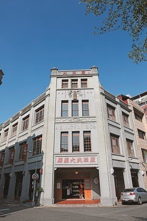 全台第一間西藥房屈臣氏大藥房,現改為文創聚集地「小藝埕」。(攝影/何宗昇)