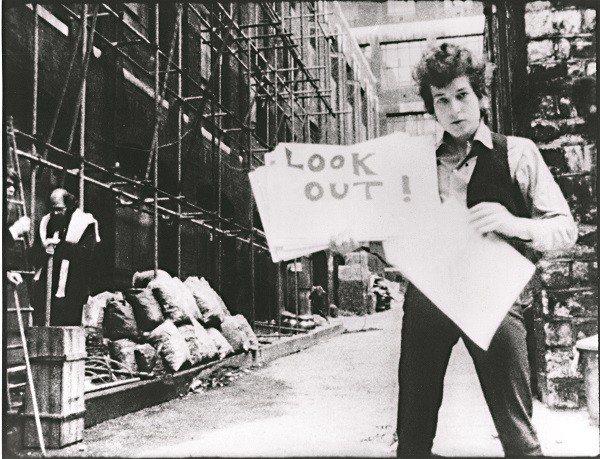 《別回頭》記錄巴布‧狄倫在1965年於英國巡迴演唱的點滴。(圖/光點台北、楊元鈴...