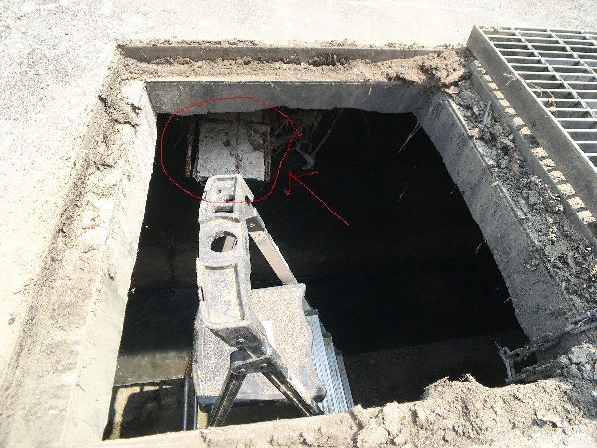 瑞芳龍安里大排里頭的水泥剝落鋼筋外露,地方盼能盡速改善避免淹水。 圖/觀天下有線...