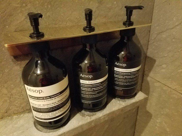 淋浴間內的備品,也是使用Aesop品牌 圖文來自於:TripPlus