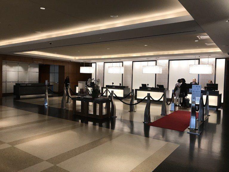 酒店大廳其實非常寬敞,Check-In的速度可能因為是晚上入住,又不是會展的週末...
