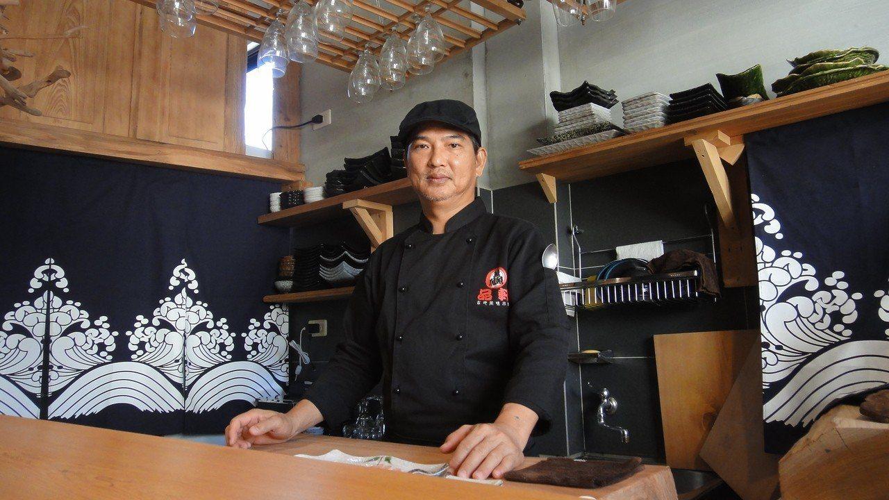 小琉球品軒旅宿老闆陳茂良經營複合式餐飲民宿,一樓是主業餐飲、樓上僅有3間客房,他...
