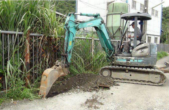 宜蘭環保局查獲養豬場埋暗管排汙, 罰款至少50萬元起跳。圖/宜蘭縣環保局提供