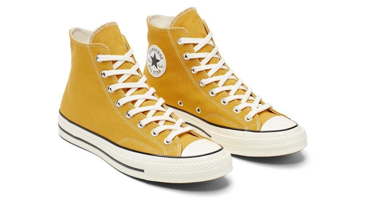 Converse Chuck 70芥黃高筒鞋,約2,680元。圖/Convers...