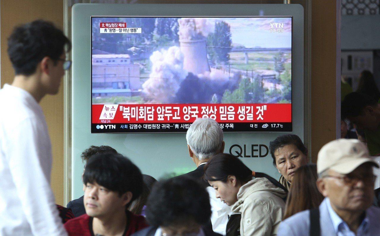 北韓2008年曾邀記者前去觀看他們摧毀製造鈽的反應爐冷卻塔,結果數月之後就重建那...