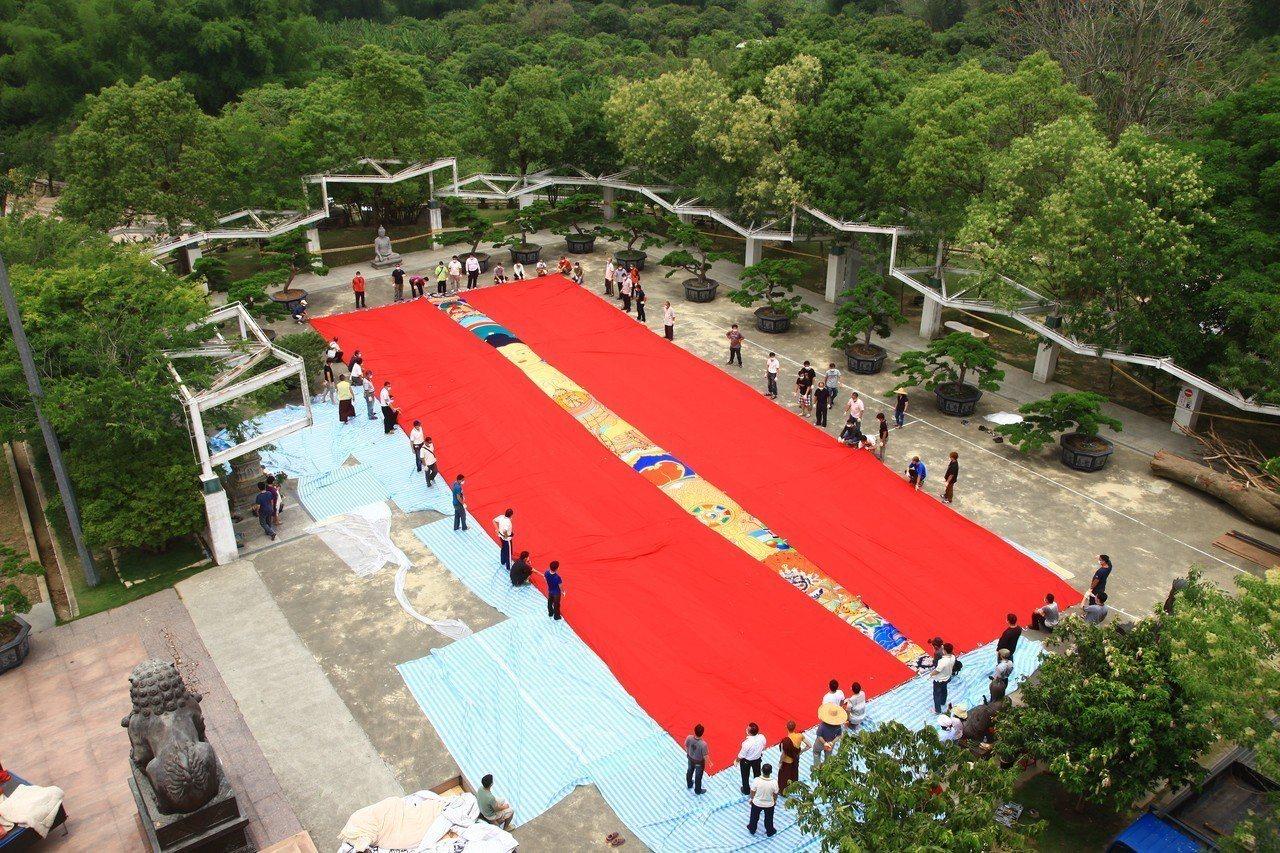 台南左鎮瑪噶居寺百人抬大佛繞大佛 ,將在台重現西藏曬大佛傳統宗教節慶盛景,祈求國...