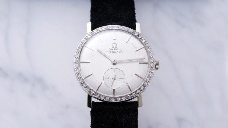 歐米茄18K白金鑲鑽腕表,最終在拍賣會上締造了新高價,由品牌博物館斥資約4,65...