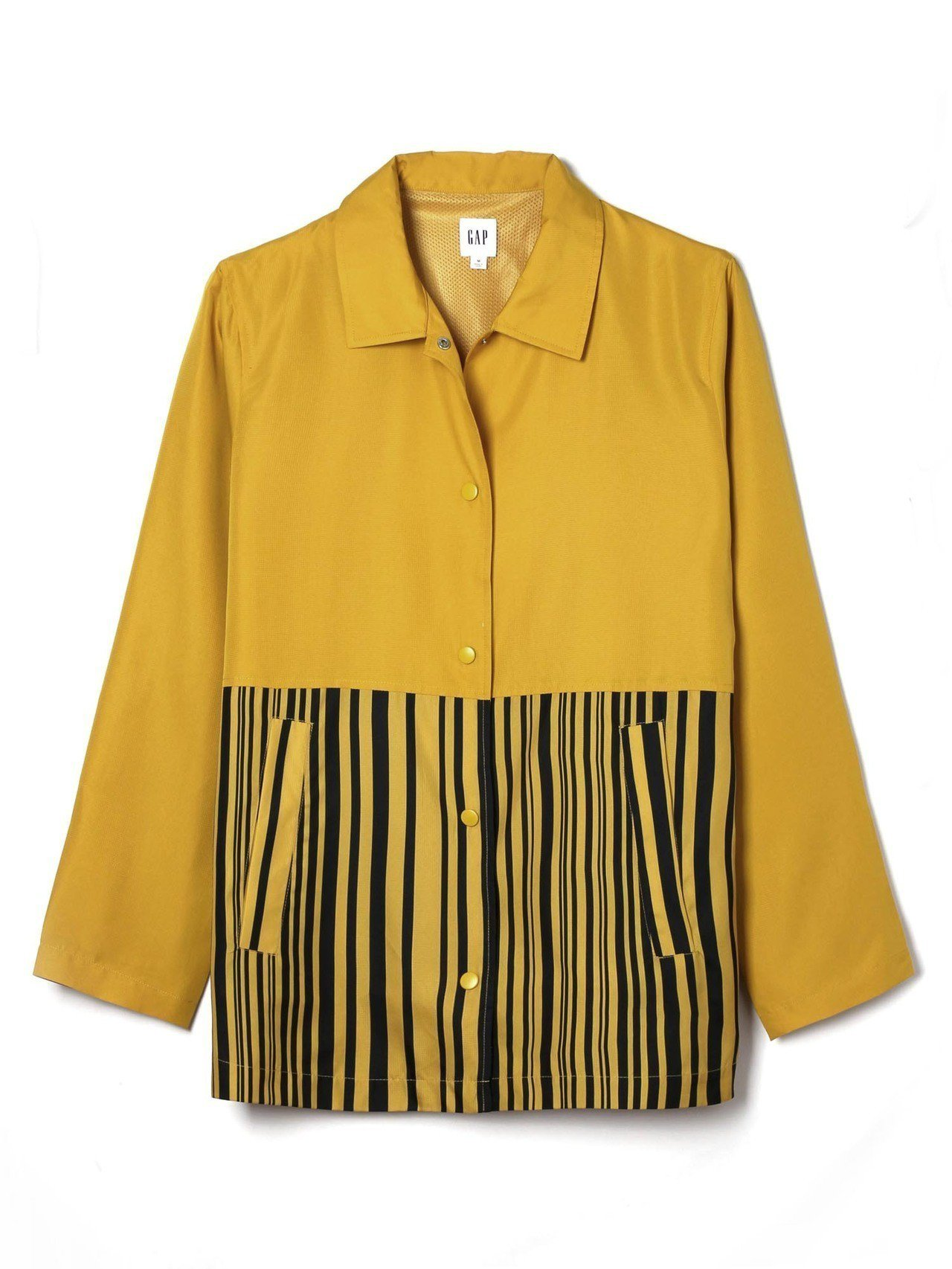 GAP與Constance Tsui聯名系列拼接設計夾克,約2,699元。