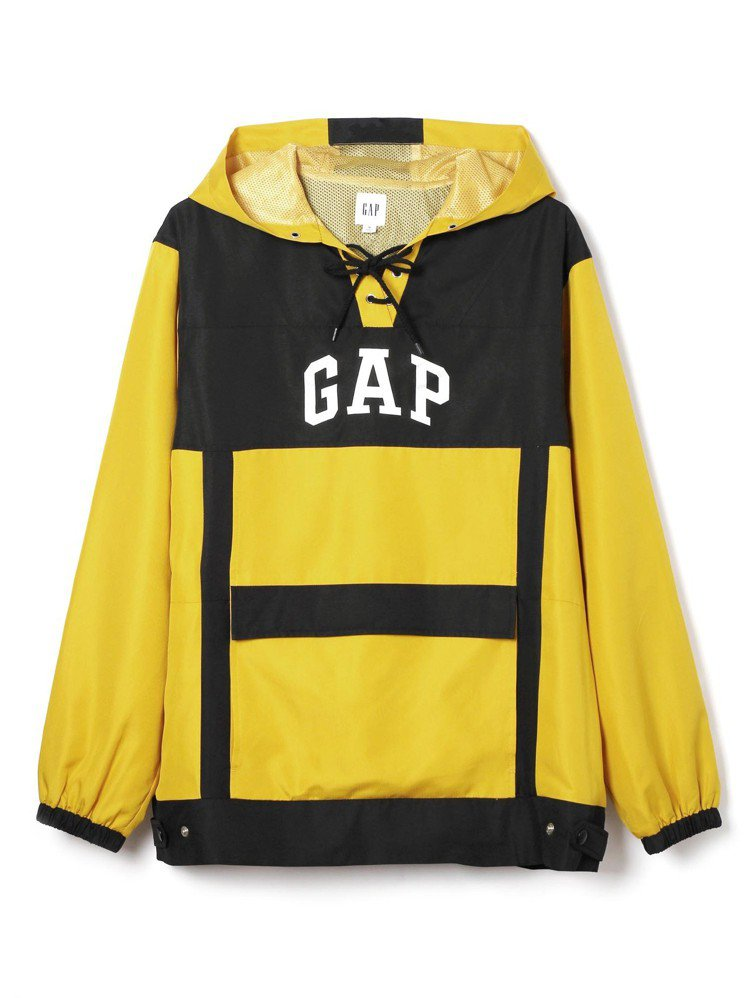 GAP與Constance Tsui聯名系列拼色連帽T恤,約2,999元。