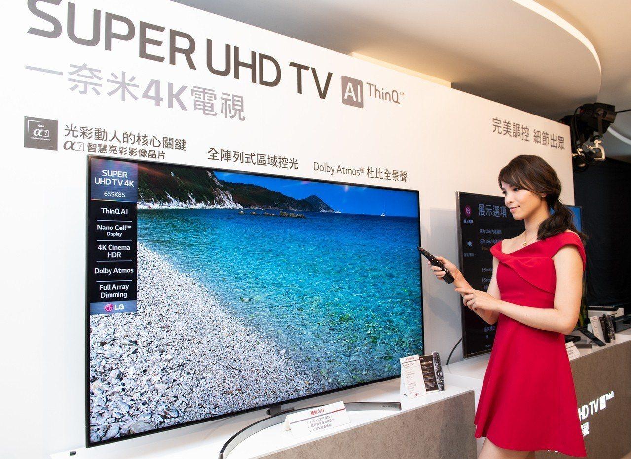 LG SUPER UHD TV一奈米4K電視配合智慧滑鼠遙控器,能夠以更便利的方...