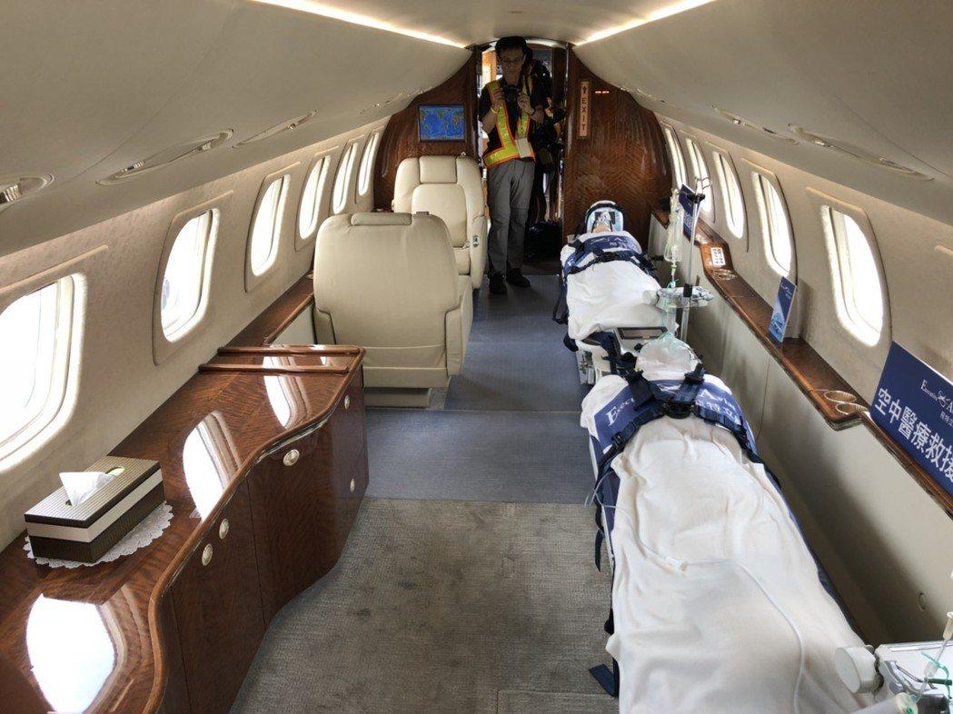 去年全新改裝的Legacy 600,是國內第一架遠程雙擔架醫療專機,航程可達7小...